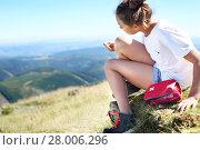 Купить «skinned knee,a young tourist glued patch.», фото № 28006296, снято 17 октября 2019 г. (c) PantherMedia / Фотобанк Лори