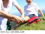Купить «bandaging foot injury,child twisted leg», фото № 28006324, снято 19 июля 2019 г. (c) PantherMedia / Фотобанк Лори