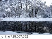 Купить «Зимний пейзаж. Река Яуза в Москве в районе Свиблово. Юрловский народный парк», фото № 28007352, снято 6 февраля 2018 г. (c) Natalya Sidorova / Фотобанк Лори