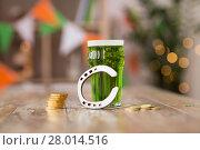 Купить «glass of green beer, horseshoe and gold coins», фото № 28014516, снято 31 января 2018 г. (c) Syda Productions / Фотобанк Лори
