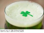 Купить «close up of glass of green beer with shamrock», фото № 28014520, снято 31 января 2018 г. (c) Syda Productions / Фотобанк Лори