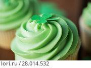 Купить «close up of green cupcake with shamrock decoration», фото № 28014532, снято 31 января 2018 г. (c) Syda Productions / Фотобанк Лори