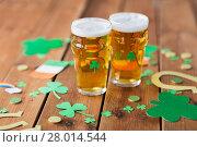 Купить «glasses of beer and st patricks day decorations», фото № 28014544, снято 31 января 2018 г. (c) Syda Productions / Фотобанк Лори
