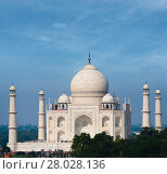 Купить «Taj Mahal Far White Marble Blue Sky Telephoto», фото № 28028136, снято 19 июля 2018 г. (c) PantherMedia / Фотобанк Лори