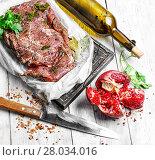 Купить «Raw beef with spices twine tied in bundle», фото № 28034016, снято 16 июня 2019 г. (c) PantherMedia / Фотобанк Лори