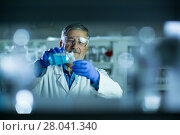 Купить «Senior male researcher carrying out scientific research in a lab», фото № 28041340, снято 27 апреля 2018 г. (c) PantherMedia / Фотобанк Лори
