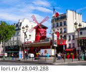 Купить «Париж, Франция. Мулен Руж - знаменитое кабаре, расположенное в парижском красном квартале Пигаль», фото № 28049288, снято 12 мая 2017 г. (c) Николай Коржов / Фотобанк Лори
