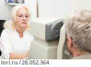Купить «Ophthalmologist examines the vision of a mature man on a diagnostic equipment refkeratometer», фото № 28052364, снято 13 февраля 2018 г. (c) Юлия Бабкина / Фотобанк Лори