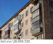 Купить «Пятиэтажный четырёхподъездный кирпичный жилой дом серии I-511, построен в 1965 году. Зелёный проспект, 39, корпус 1. Район Новогиреево. Москва», эксклюзивное фото № 28059720, снято 14 февраля 2018 г. (c) lana1501 / Фотобанк Лори