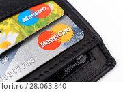 Купить «Банковская карточка в кошельке», эксклюзивное фото № 28063840, снято 23 февраля 2018 г. (c) Юрий Морозов / Фотобанк Лори