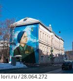 Купить «Граффити-портрет советской лётчицы Марины Расковой, Москва.», эксклюзивное фото № 28064272, снято 23 февраля 2018 г. (c) Давид Мзареулян / Фотобанк Лори