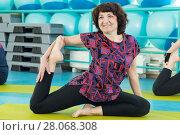 Купить «Woman doing yoga exercise in the gym», фото № 28068308, снято 18 февраля 2018 г. (c) Владимир Мельников / Фотобанк Лори