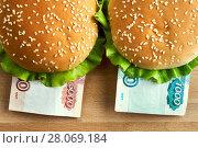 Купить «Burgers with one thousand and five thousand rubles bills», фото № 28069184, снято 11 февраля 2018 г. (c) Георгий Дзюра / Фотобанк Лори