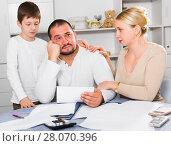 Купить «Family soothing chagrined man», фото № 28070396, снято 12 ноября 2017 г. (c) Яков Филимонов / Фотобанк Лори