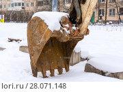 Купить «Ковш экскаватора на снегу», эксклюзивное фото № 28071148, снято 23 февраля 2018 г. (c) Александр Щепин / Фотобанк Лори