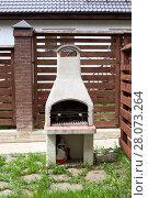 Купить «Садовая печь для барбекю во дворе дома», фото № 28073264, снято 22 мая 2011 г. (c) Кекяляйнен Андрей / Фотобанк Лори