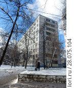 Купить «Девятиэтажный восьмиподъездный панельный жилой дом серии II-49П, построен в 1967 году. Щёлковское шоссе, 90. Район Северное Измайлово. Москва», эксклюзивное фото № 28075104, снято 21 февраля 2018 г. (c) lana1501 / Фотобанк Лори
