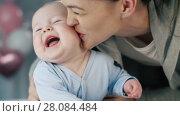 Купить «Mother Kissing Baby», видеоролик № 28084484, снято 20 февраля 2018 г. (c) Илья Шаматура / Фотобанк Лори