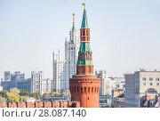 Беклемишевская башня Московского Кремля и высотка на Котельнической набережной (2015 год). Стоковое фото, фотограф Алёшина Оксана / Фотобанк Лори