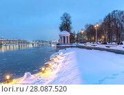 Купить «Вид на Пушкинскую набережную зимним вечером», эксклюзивное фото № 28087520, снято 18 февраля 2018 г. (c) Виктор Тараканов / Фотобанк Лори