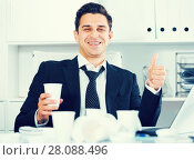 Купить «Relaxed businessman finishing work», фото № 28088496, снято 20 апреля 2017 г. (c) Яков Филимонов / Фотобанк Лори