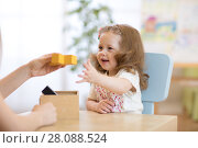 Купить «Smart child with didactic toys in preschool», фото № 28088524, снято 7 июня 2020 г. (c) Оксана Кузьмина / Фотобанк Лори