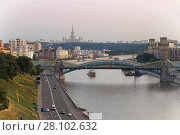 Bogdan Khmelnitsky bridge, river, ships and quay at summer day in Moscow (2014 год). Стоковое фото, фотограф Losevsky Pavel / Фотобанк Лори