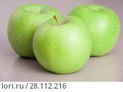 Bright green apple. Стоковое фото, фотограф Гужва / Фотобанк Лори