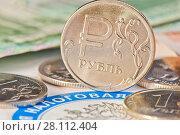 Купить «Монеты и купюры рядом с логотипом федеральной налоговой службы (крупный план)», фото № 28112404, снято 3 марта 2018 г. (c) E. O. / Фотобанк Лори