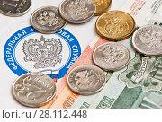 Купить «Рублевые монеты и купюры лежат на письме от налоговой, рядом с эмблемой федеральной налоговой службы (крупным планом)», фото № 28112448, снято 3 марта 2018 г. (c) Екатерина Овсянникова / Фотобанк Лори