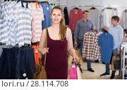 Купить «wife shopping bags with purchase in bags at apparel store», фото № 28114708, снято 13 апреля 2017 г. (c) Яков Филимонов / Фотобанк Лори