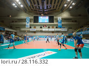 Купить «MOSCOW - NOV 5, 2016: Teams before volleyball game Dynamo (Moscow) and Ural (Ufa) in Palace of Sports Dynamo», фото № 28116332, снято 5 ноября 2016 г. (c) Losevsky Pavel / Фотобанк Лори