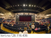 MOSCOW - NOV 19, 2016: People leave hall after Carlson performance in Moscow theater of Satire. Редакционное фото, фотограф Losevsky Pavel / Фотобанк Лори