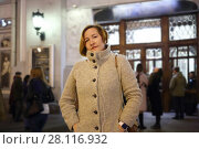 Купить «Woman in coat with bag stands on street near of theater with people out of focus», фото № 28116932, снято 19 октября 2016 г. (c) Losevsky Pavel / Фотобанк Лори
