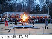 Купить «MOSCOW - MAR 12, 2016: Ritual burning of winter at Shrovetide in Sokolniki Park», фото № 28117476, снято 12 марта 2016 г. (c) Losevsky Pavel / Фотобанк Лори