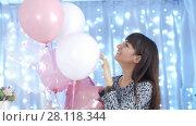 Купить «Happy woman playing with balloons», видеоролик № 28118344, снято 26 февраля 2018 г. (c) Илья Шаматура / Фотобанк Лори
