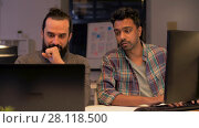 Купить «creative team with computer working late at office», видеоролик № 28118500, снято 29 января 2018 г. (c) Syda Productions / Фотобанк Лори