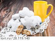 Купить «Глазированные пряники в белой сахарной глазури», фото № 28119140, снято 30 декабря 2015 г. (c) Алёшина Оксана / Фотобанк Лори