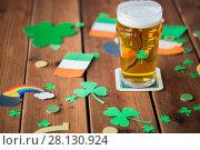 Купить «glass of beer and st patricks day decorations», фото № 28130924, снято 31 января 2018 г. (c) Syda Productions / Фотобанк Лори