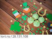 Купить «green cupcakes and st patricks day decorations», фото № 28131108, снято 31 января 2018 г. (c) Syda Productions / Фотобанк Лори