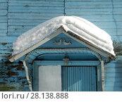 Купить «Элементы декора фасада двухэтажного нежилого дома. Раздельная улица,10, строение 1. Савеловский район. Город Москва», эксклюзивное фото № 28138888, снято 6 марта 2018 г. (c) lana1501 / Фотобанк Лори