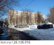 Купить «Девятиэтажный кирпичный жилой дом серии II-29, построен в 1967 году. Вятская улица, 3. Савеловский район. Москва», эксклюзивное фото № 28138916, снято 6 марта 2018 г. (c) lana1501 / Фотобанк Лори