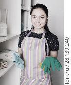 Купить «Smiling girl wiping shelves», фото № 28139240, снято 9 апреля 2017 г. (c) Яков Филимонов / Фотобанк Лори