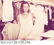 Купить «Girl shopping at the apparel store», фото № 28139316, снято 19 июня 2017 г. (c) Яков Филимонов / Фотобанк Лори