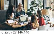 Купить «Company Businesswoman sign a contract in a cafe», видеоролик № 28146140, снято 30 января 2018 г. (c) Виктор Аллин / Фотобанк Лори
