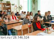 Купить «Старшеклассники на уроке», эксклюзивное фото № 28146324, снято 28 февраля 2018 г. (c) Иван Карпов / Фотобанк Лори