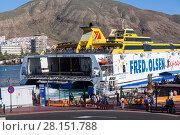 Паром Fred Olsen Express в порту города Лос Кристианос, Канарские острова, Тенерифе, Испания (2016 год). Редакционное фото, фотограф Кекяляйнен Андрей / Фотобанк Лори