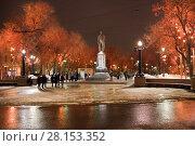 Купить «Иллюминация на Чистопрудном бульваре ночью. Москва», фото № 28153352, снято 10 марта 2018 г. (c) Victoria Demidova / Фотобанк Лори