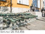 Купить «Бронзовые пушки в Московском Кремле», фото № 28153456, снято 26 сентября 2015 г. (c) Алёшина Оксана / Фотобанк Лори