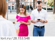 Купить «Young people are focusing on smartphones during a together walking», фото № 28153548, снято 18 октября 2017 г. (c) Яков Филимонов / Фотобанк Лори